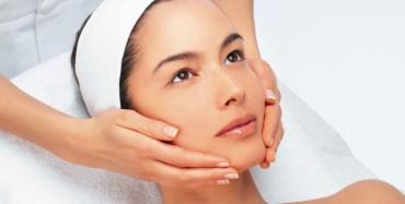 Enrayez l'acné, taches brunes, mélasma, rides/ridules, teint brouillé et pores dilatés